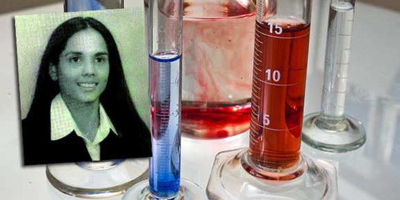 """""""  Annie Dookhan a prétendu être chimiste pendant dix ans et aurait falsifié des analyses. (Université de Boston ; Horia Varlan – Flickr – CC ; montage BFMTV) """""""