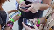IPHONE, HANDY, NATEL, SMARTPHONE, JUGEND, JUGENDLICHE, TEENIES, KOMMUNIKATION