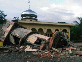 minaret-effondre-mosquee-pidie-province-aceh-indonesie-apres-tremblement-terre-7-decembre-2016