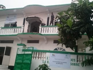 Les forces de l'ordre investissent la mosquée des Ahmadis