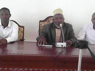 Le doyen du conseil ouvre la séance pour l'opposition