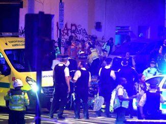 2048x1536-fit_police-secours-quartier-finsbury-park-londres-o-vehicule-fauche-plusieurs-passants-18-juin-2017.jpg