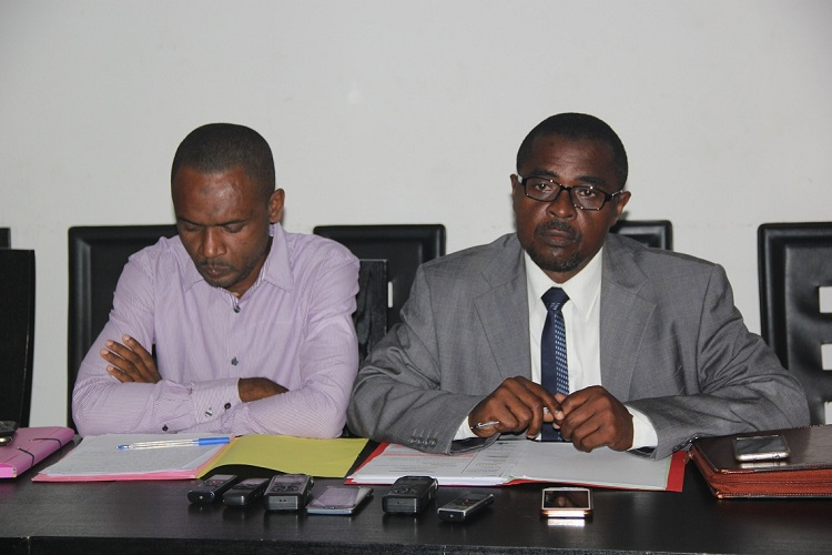 Me-Mahamoud-avocat-de-Djibril-devant-la-presse.JPG