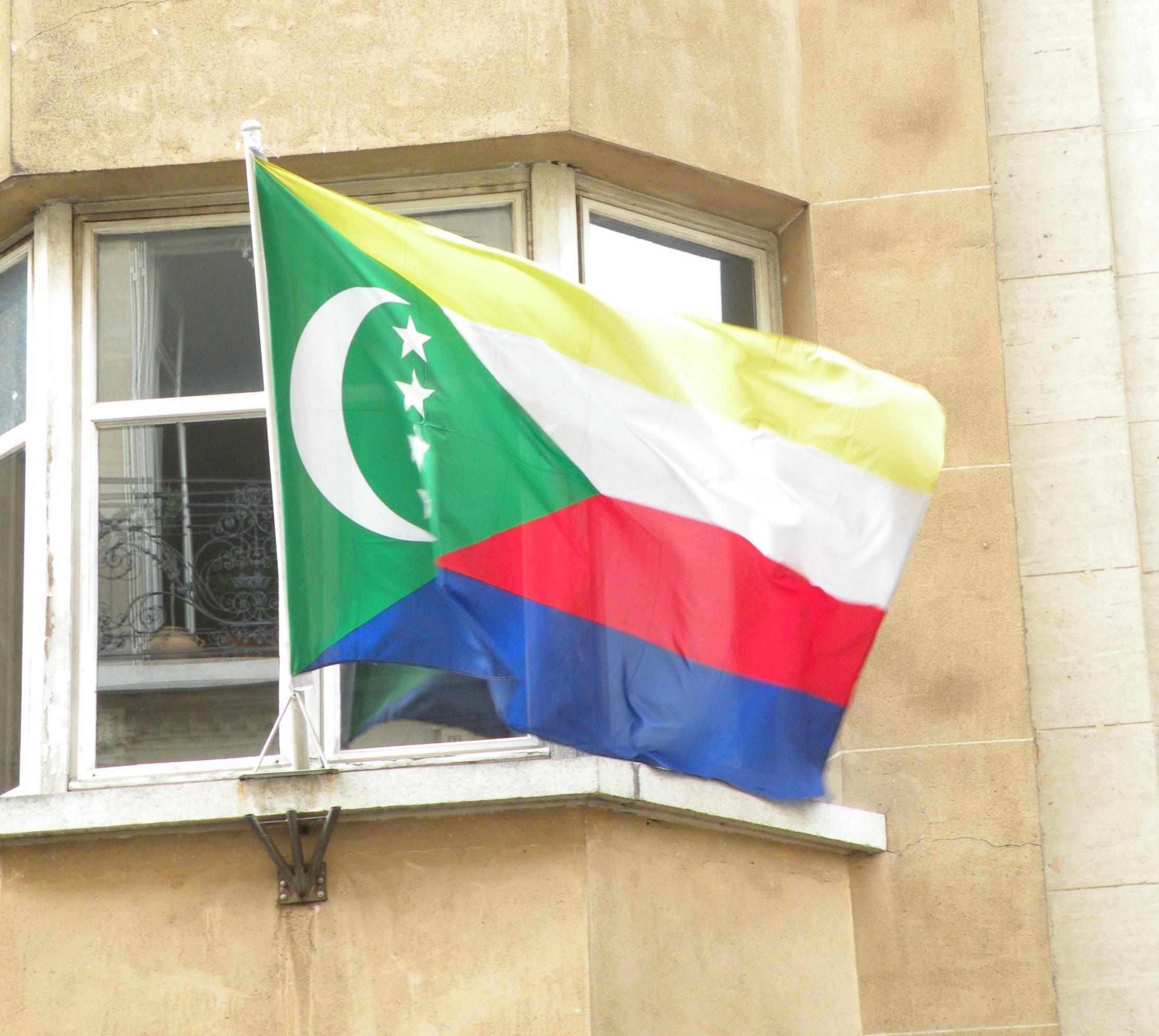 Drapeau_Comores_ambassade_Paris.jpg