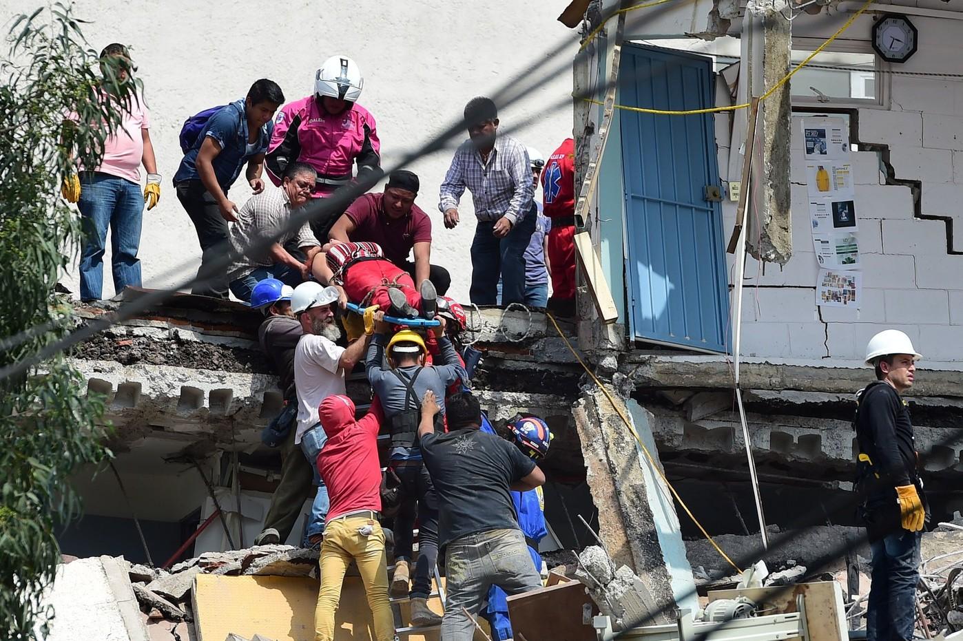 secours-loeuvre-Mexico-lendemain-puissant-seisme-touche-centre-Mexique-mardi-19-septembre-2017_1_1398_931.jpg