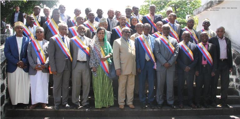 Azali-Assoumani-avec-les-maires.jpg