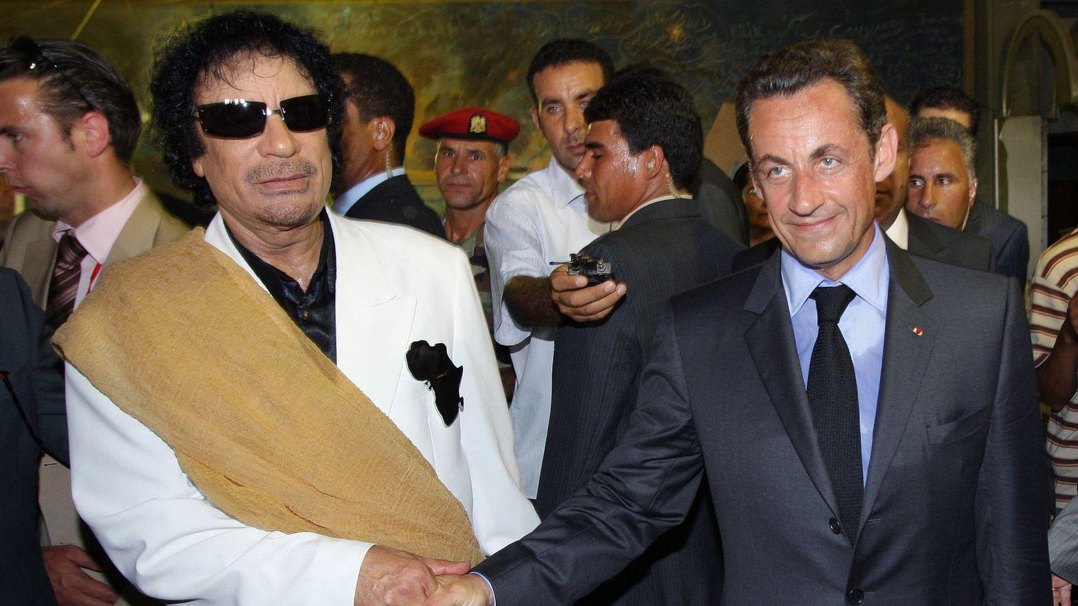 l-ancien-leader-libyen-mouammar-kadhafi-g-et-l-ex-president-francais-nicolas-sarkozy-d-lors-d-une-visite-officielle-a-tripoli-le-25-juillet-2007_6032756.jpg