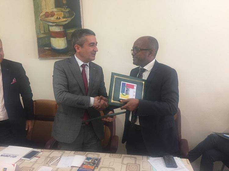 Ahmed-Bazi-et-son-homologue-turc-signent-une-convention-de-partenariat.jpg
