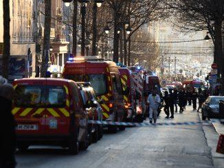 7796993298_pompiers-et-forces-de-polices-sur-la-canebiere-a-marseille-le-19-fevrier-2019.jpg