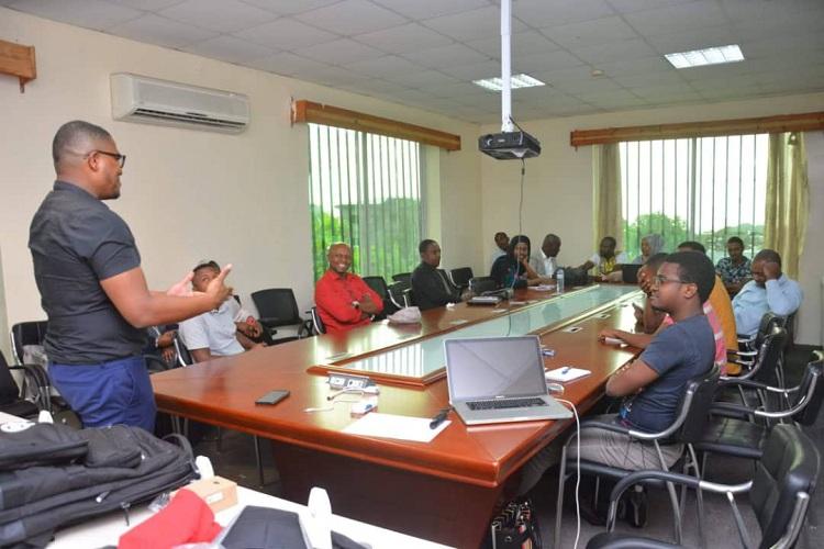 Formation-des-jeunes-au-commerce-en-ligne.jpg